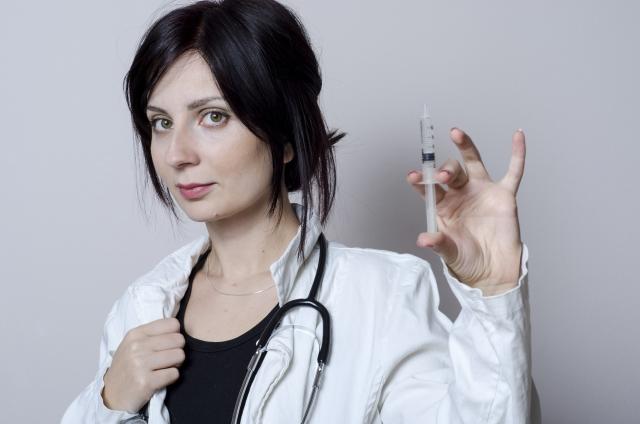 女性 病院 注射