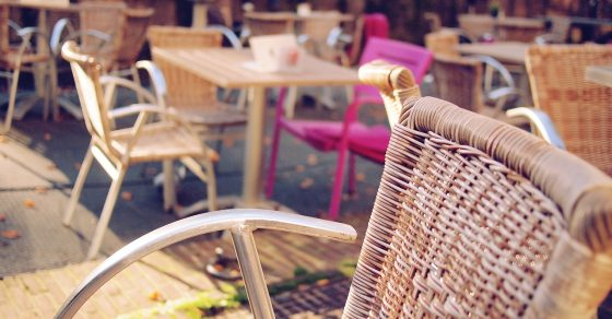 オープンテラスのカフェ