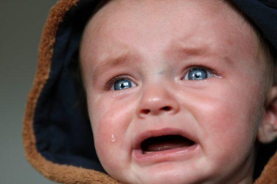 思いっきり悲しむ赤ちゃん