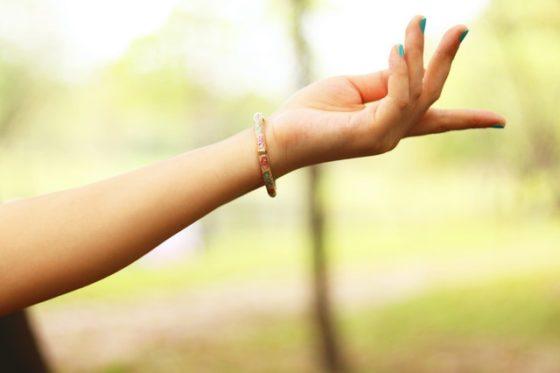 手の平を太陽に