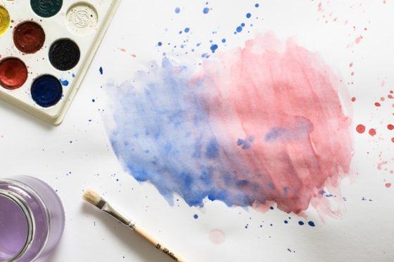 赤と青の絵の具